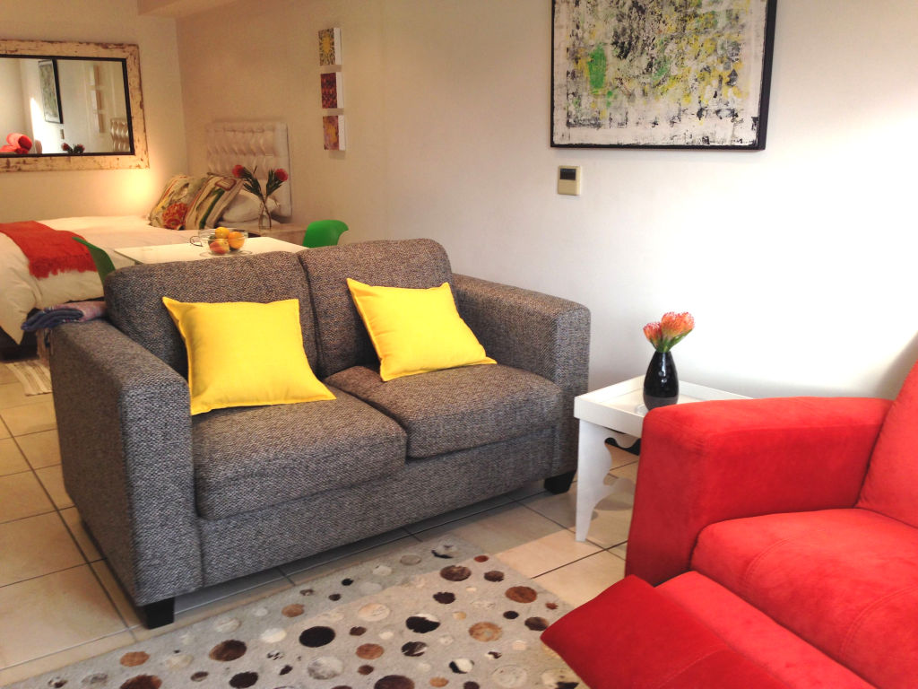 A sofa and yellow 901