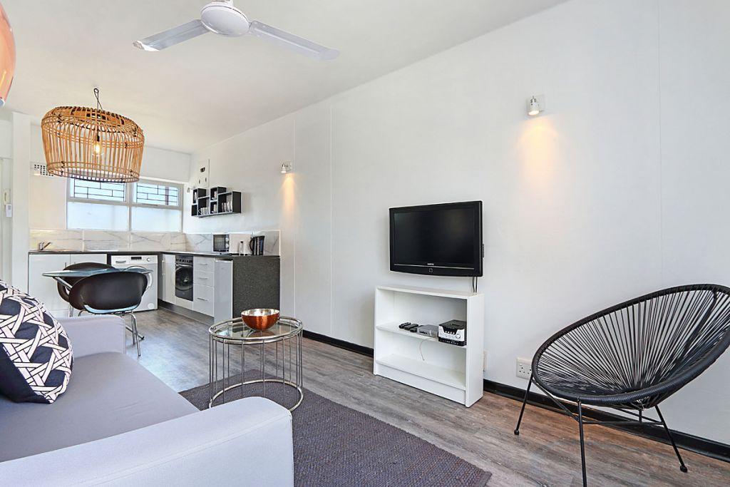 1 Lounge towards kitchen