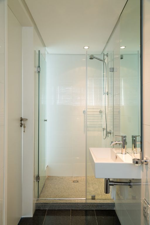 apartment-bathroom-1