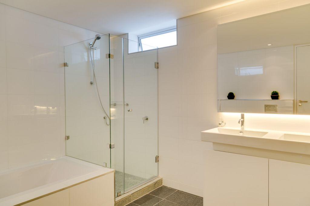 apartment-bathroom-2