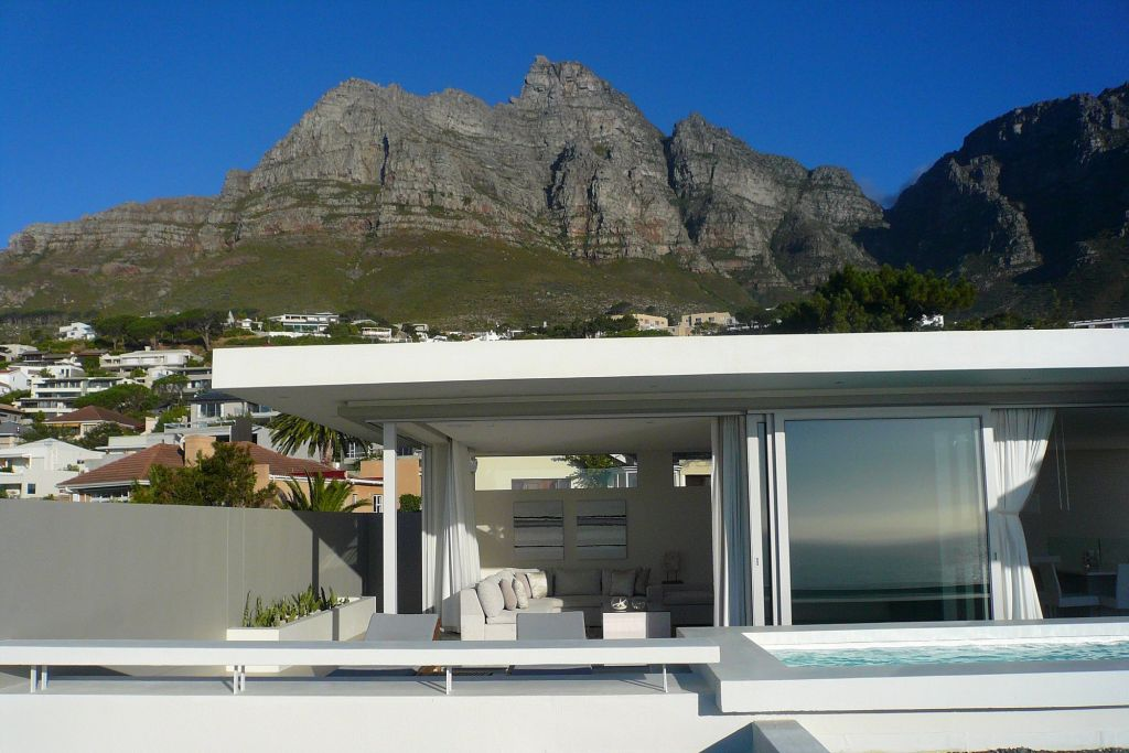 Penthouse with Mountains (1)