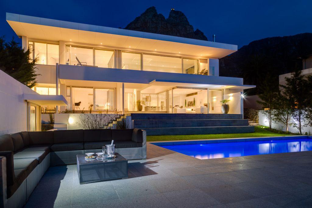 villa-exterior-evening