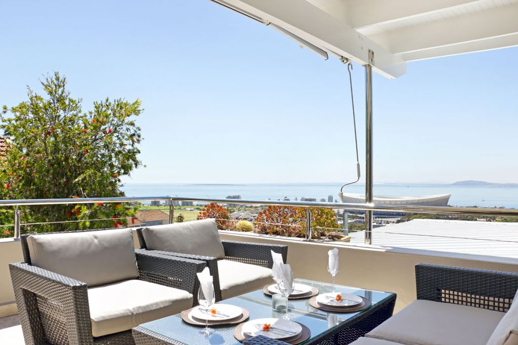 Upstairs balcony with sea views/lounge furniture/BBQ