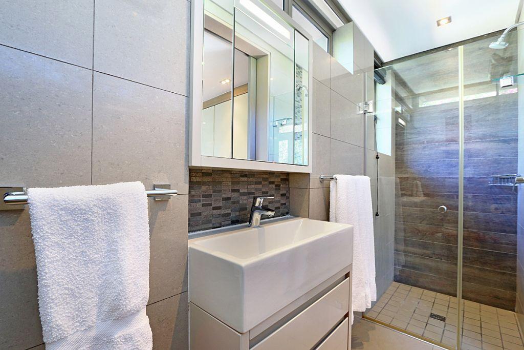 Bedroom3 ensuite bathroom