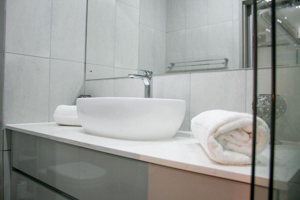 10 Bathroom1