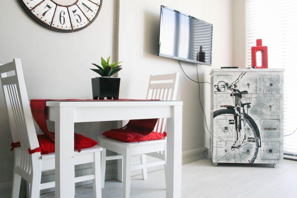 2 dining TV Bicycle drawers